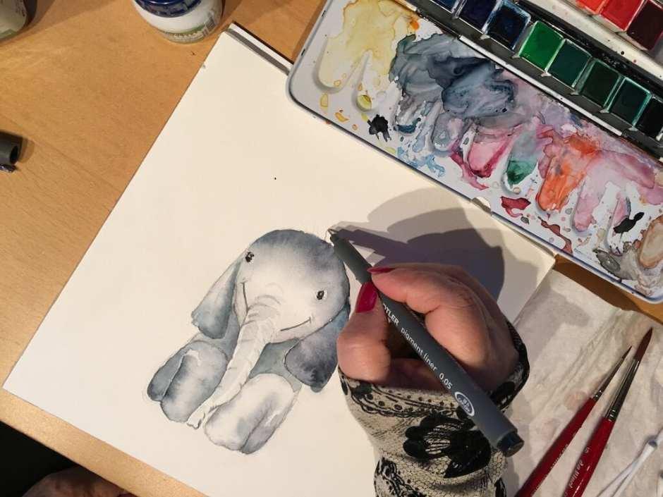 Du siehst wie ich die Haare auf dem Kopf des Elefanten male