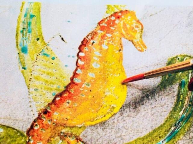 du siehst wie ich den Bauch des Seepferdchens mit Indisch Gelb male