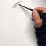Mit Indigofarbe male ich die Fläche der Haare