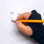 Du siehst, wie ich das Portrait mit Bleistift HB skizziere