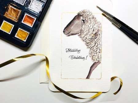 du siehst eine Weihnachtskarte mit einem Weihnachts-Schaf