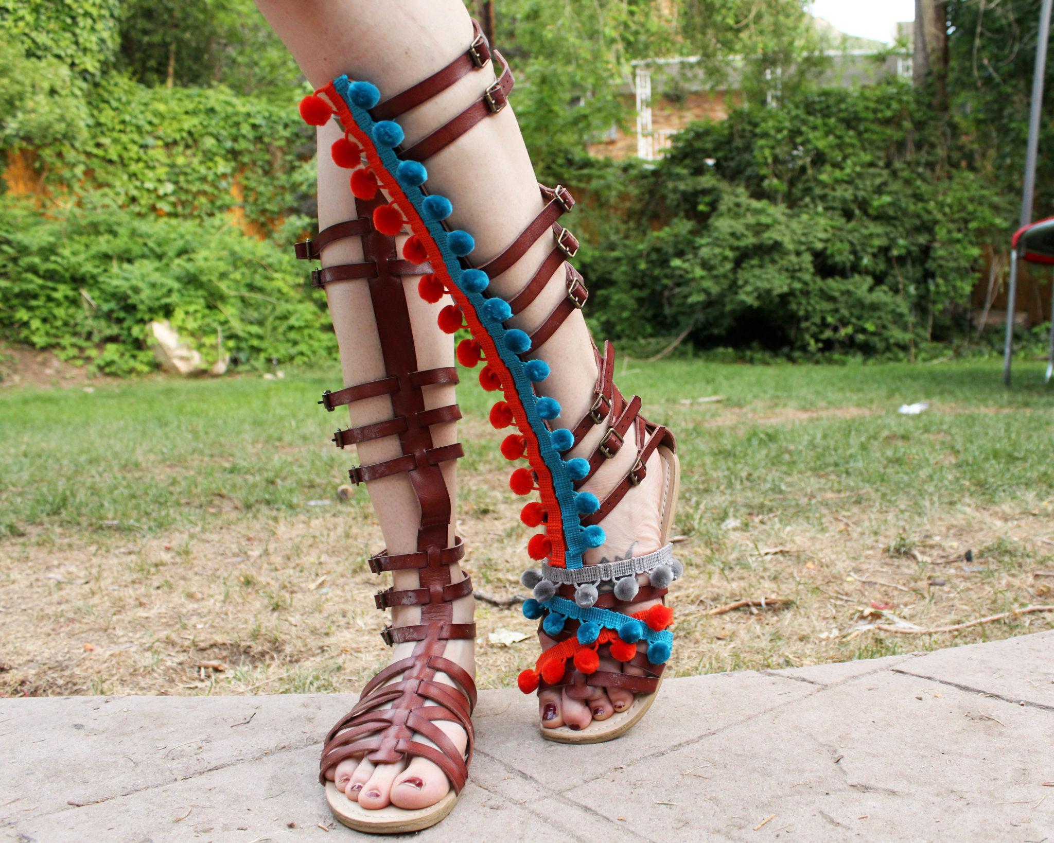 8bd2855308a26b 2 Easy Ways to Make DIY Pom Pom Sandals - Creative Fashion Blog