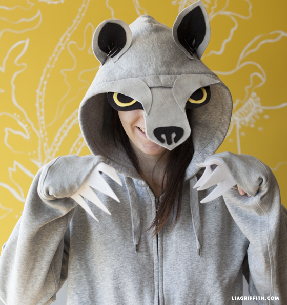 Easy DIY Halloween Costumes for women. Make an no sew wolf costume