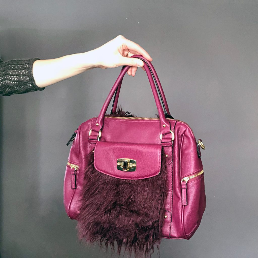How to add fur to an old purse. A simple refashion DIY tutorial