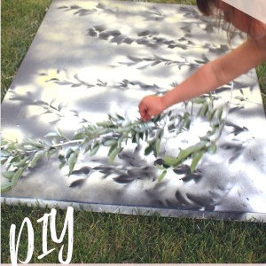 easy wall art with spray paint and foilage