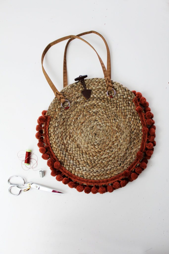 How to make a woven purse from a decorative straw charging plate