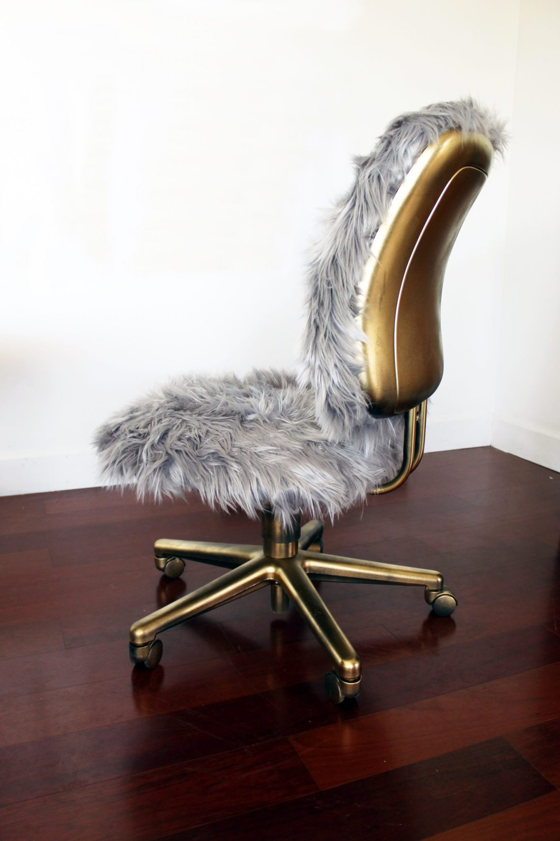 Make this fur and gold office chair with a step by step tutorial