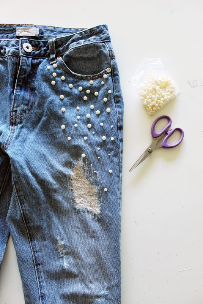 Add Pearl Beads To Your Old Jeans for a new look