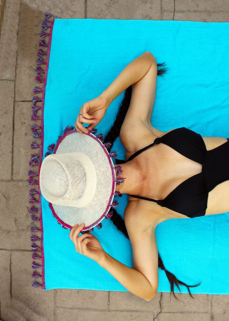 How to make a simple DIY beach towel with boho tassels