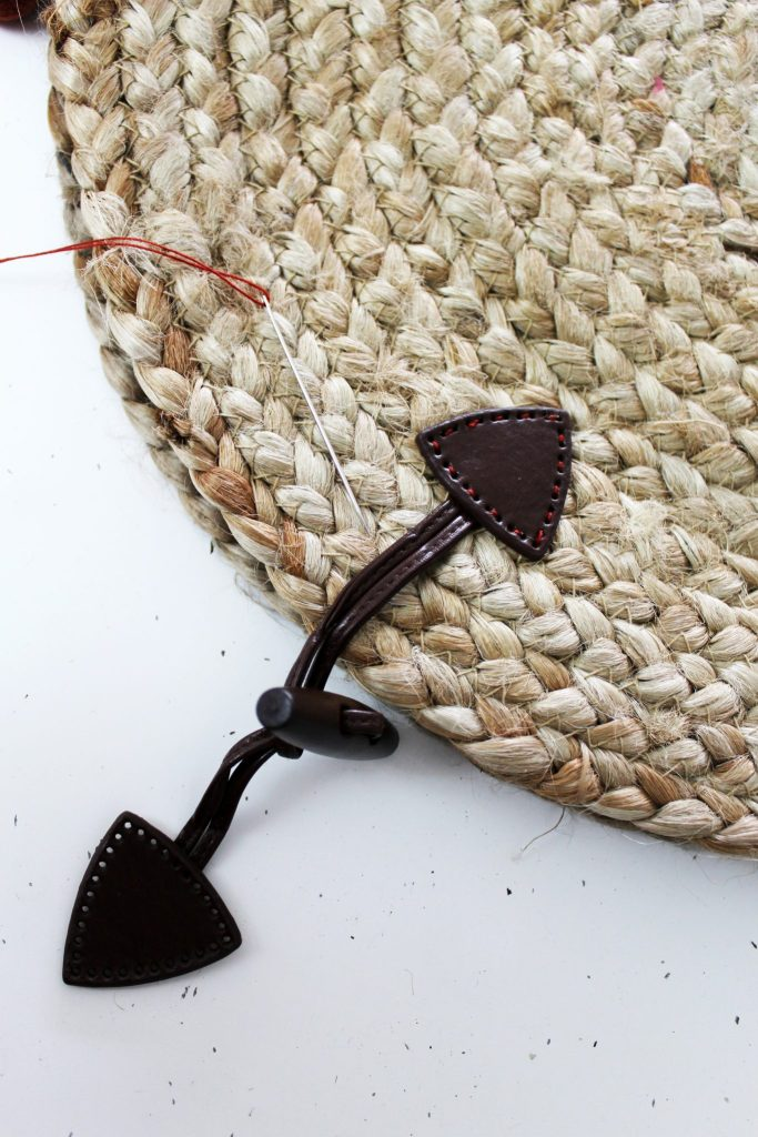 How to make a straw woven purse from a decorative straw charging plate