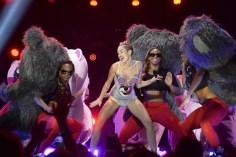 MileyCyrusVMAperformance