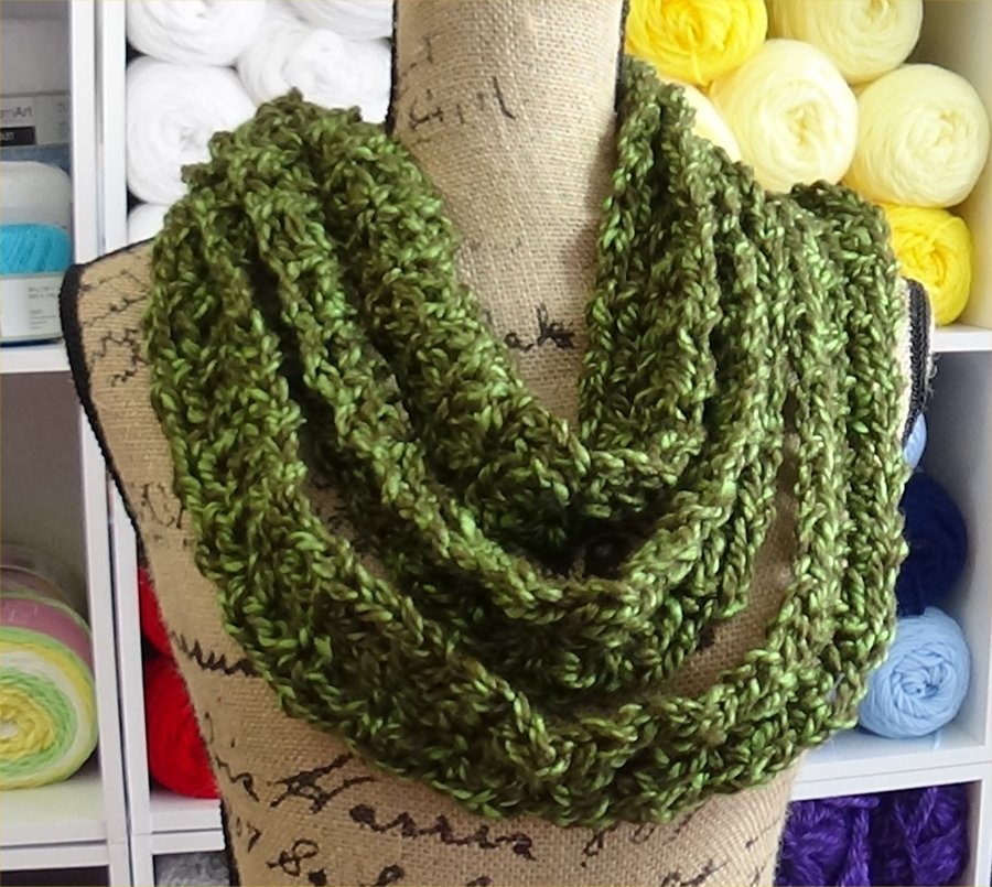 Chain reaction Scarf Green