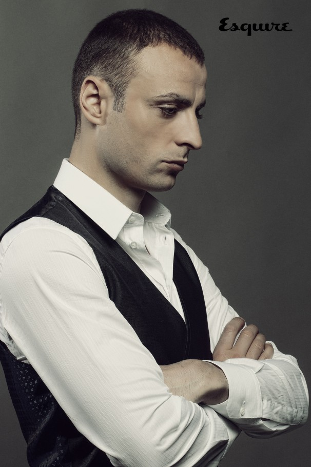 EDITORIAL_portrait-DIMITAR_BERBATOV_ESQUIRE-photograph_BY_-IVAILO_STANEV_CREATIVEHALL-003-606x910