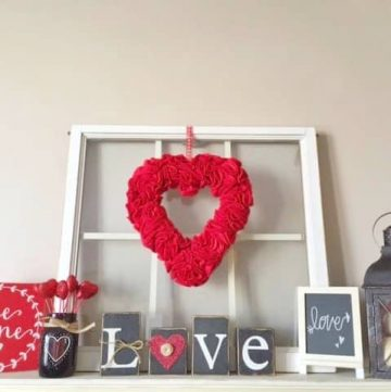 Valentine Felt Wreath - Heart