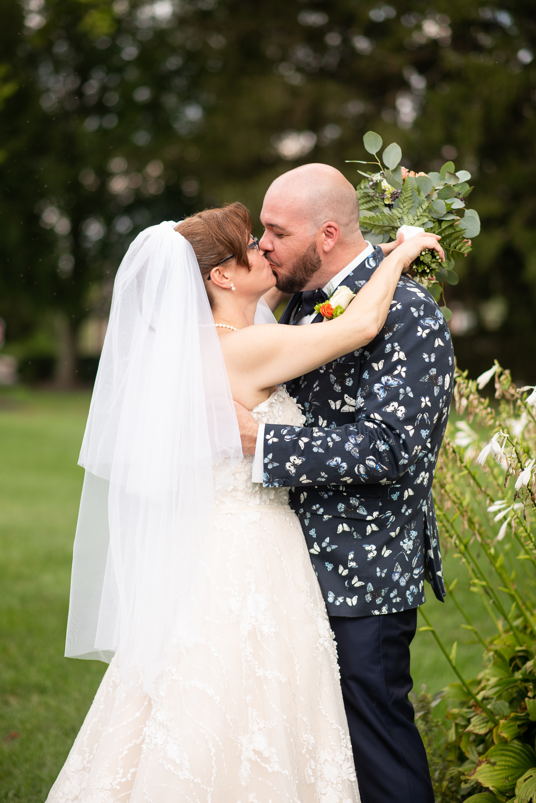 kissing after first look