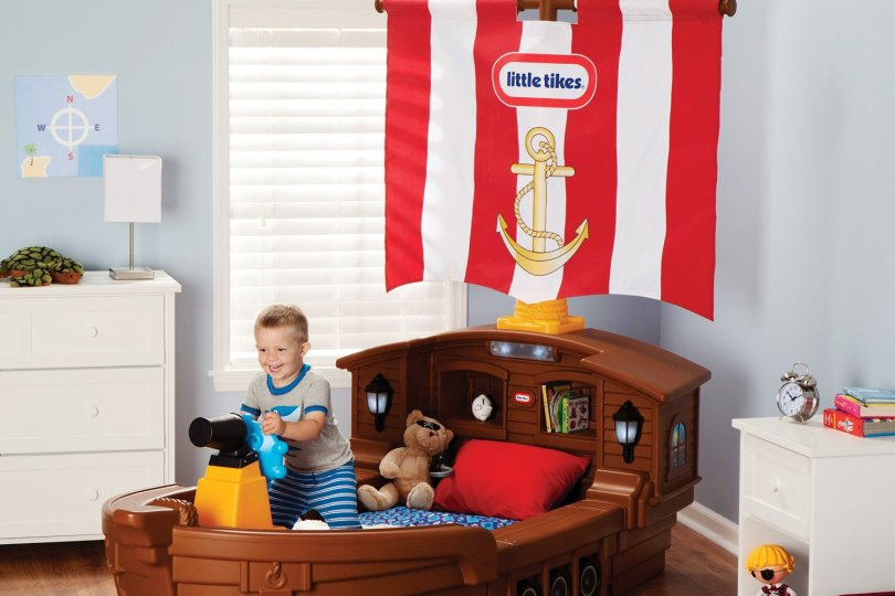 Pirate-ship-toddler-bed