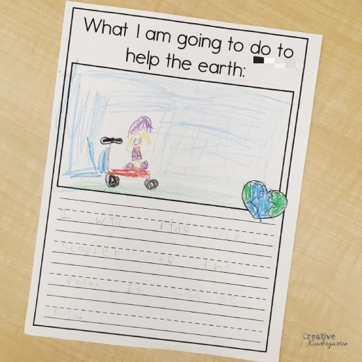 Earth Day class book and writing prompt freebie for kindergarten literacy center. Use this for writer's workshop during your earth day celebrations with this free download.