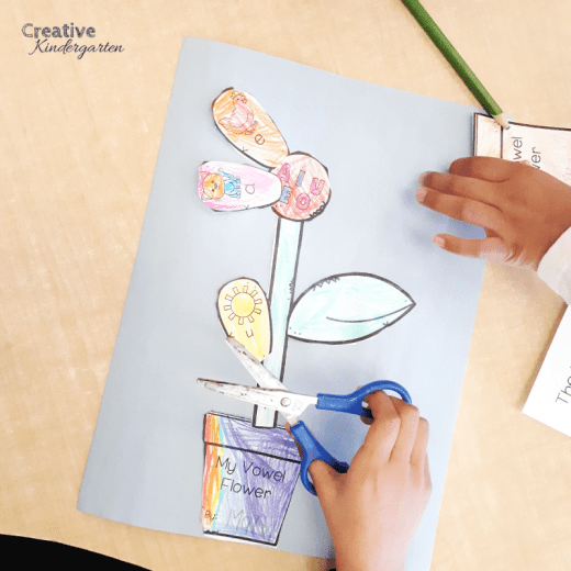 Vowel Flower literacy center for spring. Reinforce short vowels with this fun craft for kindergarten or Grade 1.