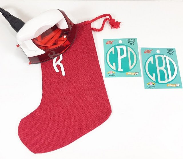 Add Monograms to Christmas stockings #creativelybeth #30minutecrafts #personalizedgiftbags #christmascrafts