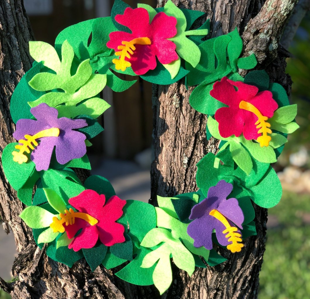 Create a Tropical Hibiscus Wreath with FREE downloadable patterns from Creatively Beth