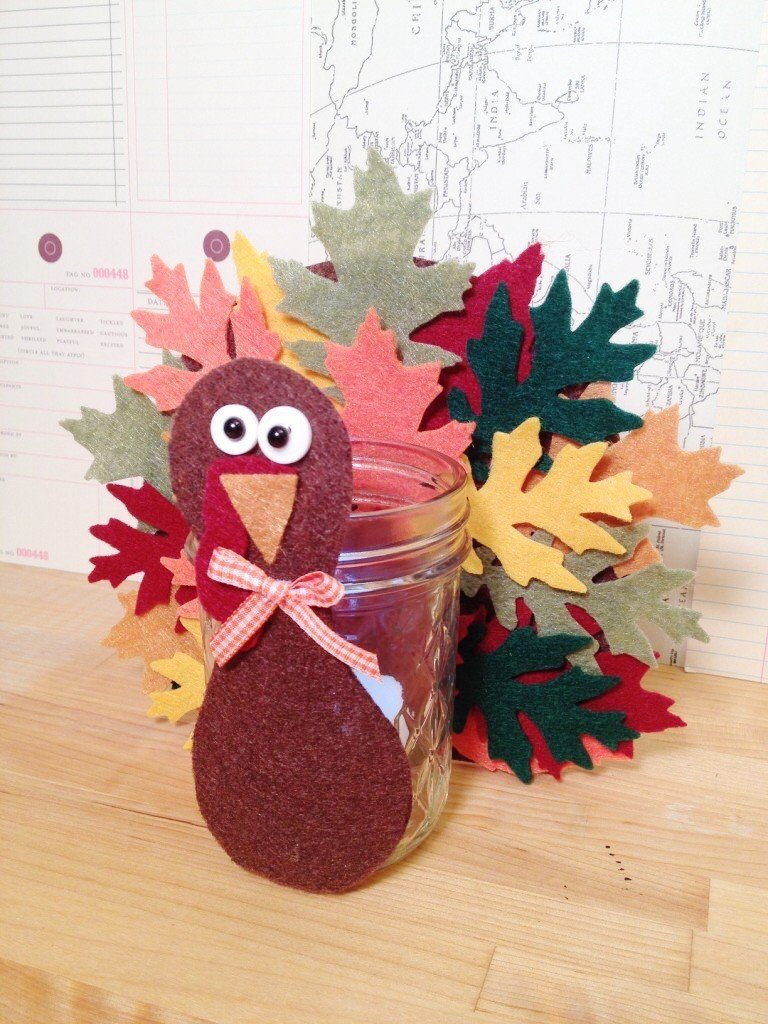 Creatively Beth DIY Thanksgiving Turkey Votive #creativelybeth #thanksgivingcrafts #turkeycrafts #kidscrafts #feltcrafts