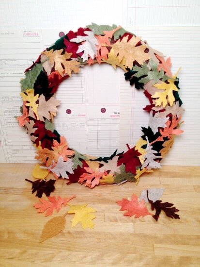 Creatively Beth Falling Leaves Autumn Wreath #creativelybeth #wreath #feltcrafts #autumnleaves #fallleaves #fallcrafts