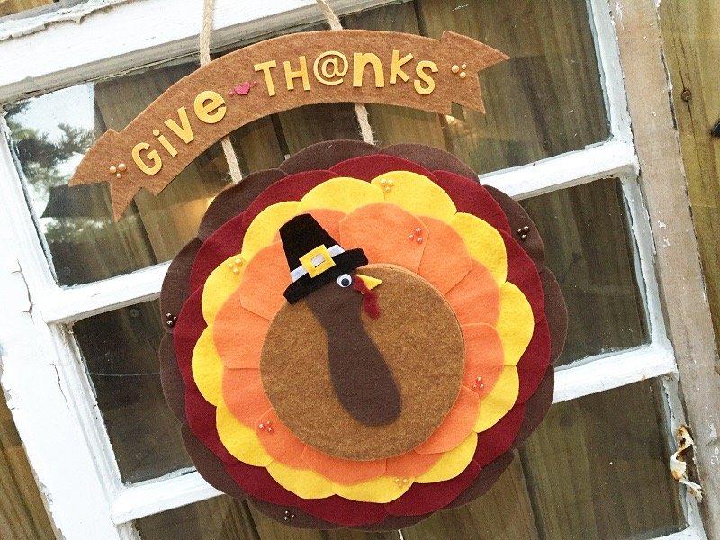 Creatively Beth Thanksgiving Turkey Door Decor #creativelybeth #Thanksgiving #Crafts #feltcrafts #TurkeyWreath
