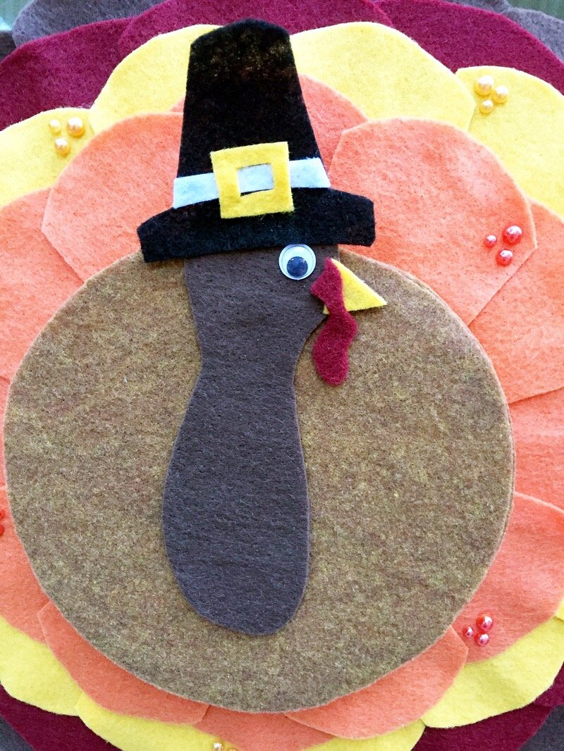 Creatively Beth Deatil of the finished Thanksgiving Turkey #creativelybeth #Thanksgiving #Crafts #feltcrafts #TurkeyWreath