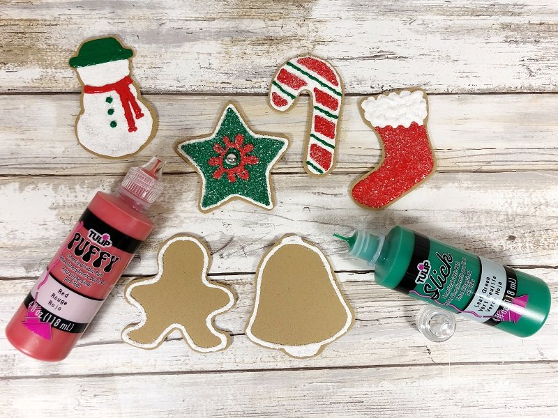 Outline cookies with white and fill in with colors #creativelybeth #dollartreecrafts #christmascookies #kidscrafts