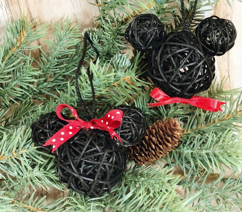 Mickey and Minnie Dollar Tree Ornaments #creativelybeth #mickeyandminnie #disneycraft #christmascraft