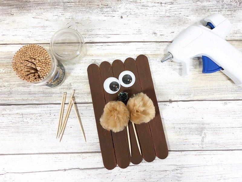 Walrus Craft Stick Arctic Animals Creatively Beth #creativelybeth #craftstickcrafts #dollartreecrafts #kidscrafts