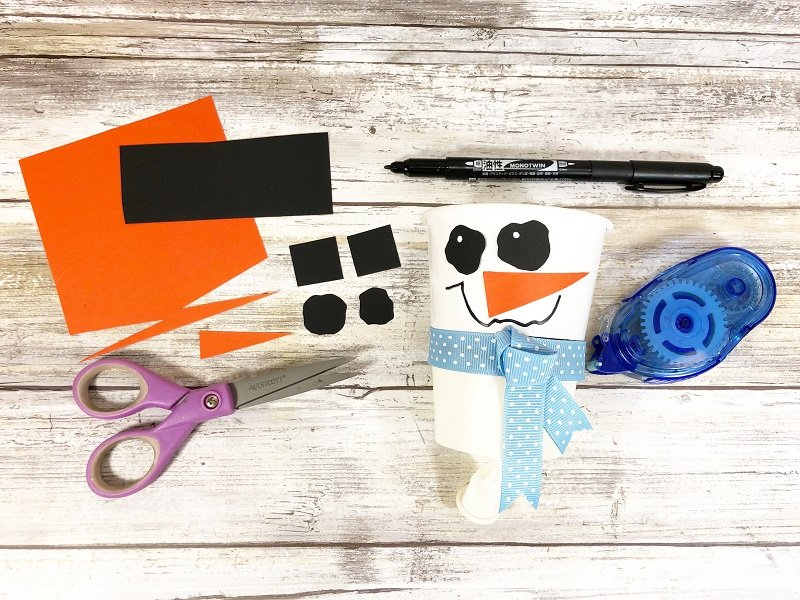 Add face with colored paper Snowman Pom Pom Popper Creatively Beth #creativelybeth #dollartreecrafts #pompom #snowman