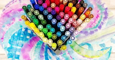 Four Ways to Tie Dye Coffee Filters with Tombow Dual Brush Pens Creatively Beth #creativelybeth #teidye #techniques #tombow #tombowdualbrushpens #dollartreecrafts #kidscrafts
