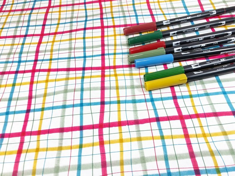Use the brush tip of the Dual Brush Pens for the thick lines and fill in thin lines using the bullet tip Creatively Beth #creativelybeth #christmas #wrappingpaper #tombowdualbrushpens #doodle #plaid #handlettering