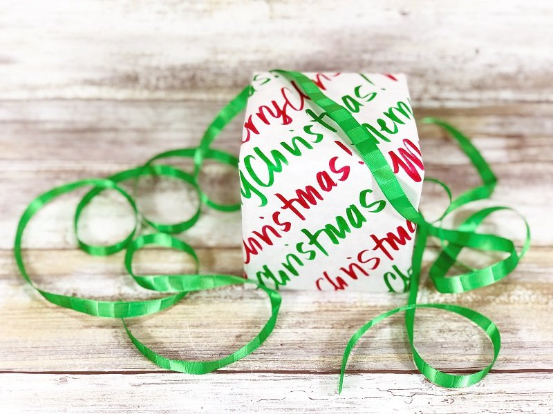 Hand lettered wrapping paper Merry Christmas Creatively Beth #creativelybeth #christmas #wrappingpaper #tombowdualbrushpens #doodle #plaid #handlettering