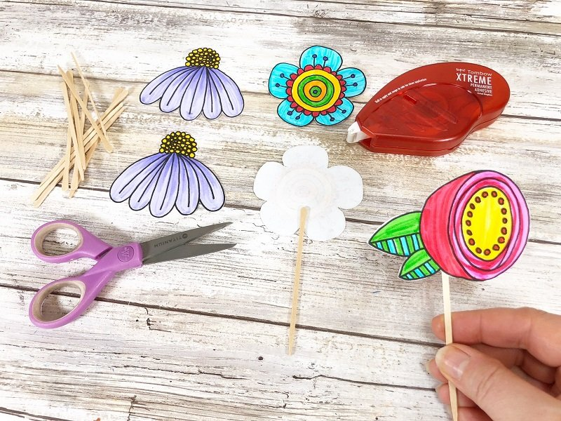 Apply adhesive to the back of the Doodle Flower place a toothpick in the center and then place a front flower on top Creatively Beth #creativelybeth #freeprintable #doodle #flowers #cupcaketopper