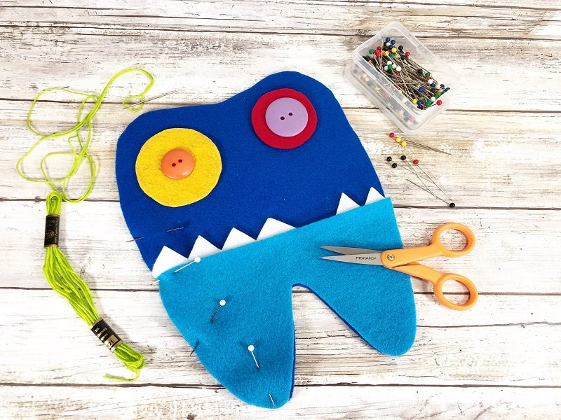 Stack all three layers of felt, secure with pins and blanket stitch around edges with contrasting embroidery floss Creatively Beth #creativelybeth #toothfairy #fairfieldworld #80daysofpolyfil #polyfil #felt #monster #craft