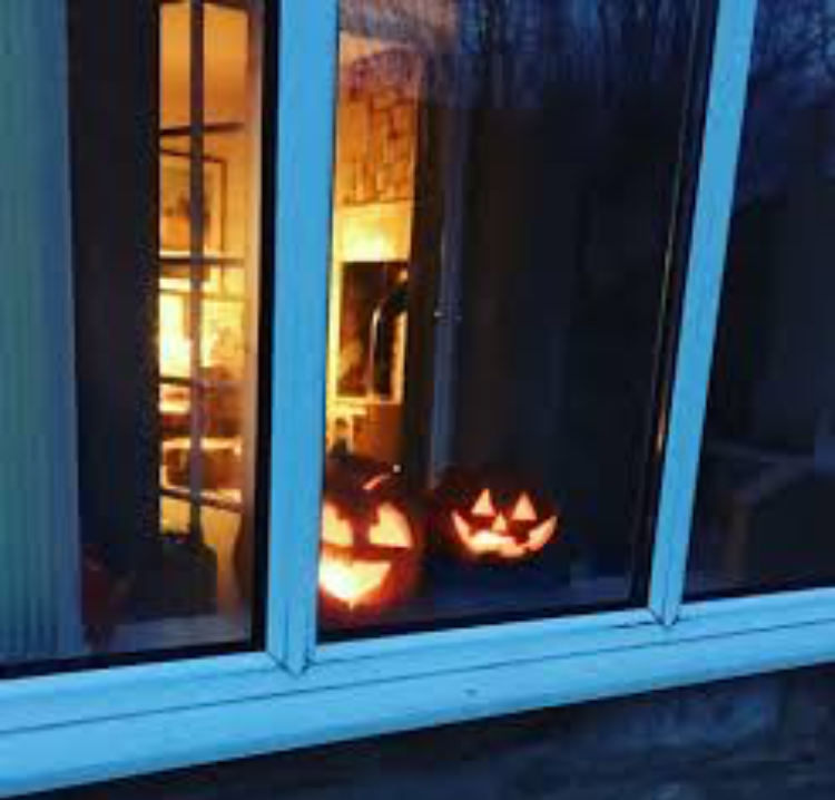 Pumpkins in the window 2018 - Autumn has landed