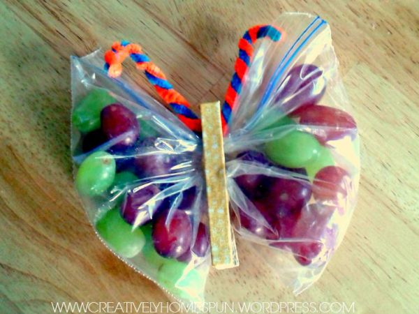 Adorable Clothespin and Grape Butterflies! #grapes #washi #healthysnack