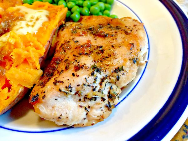Brown Suga' Baked Chicken! A delicious combination of flavor! #dinner #chicken #CreativelyHomespun