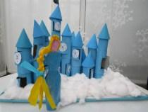 Réaliser des princesses avec deux rouleaux en carton par Creativemumandco