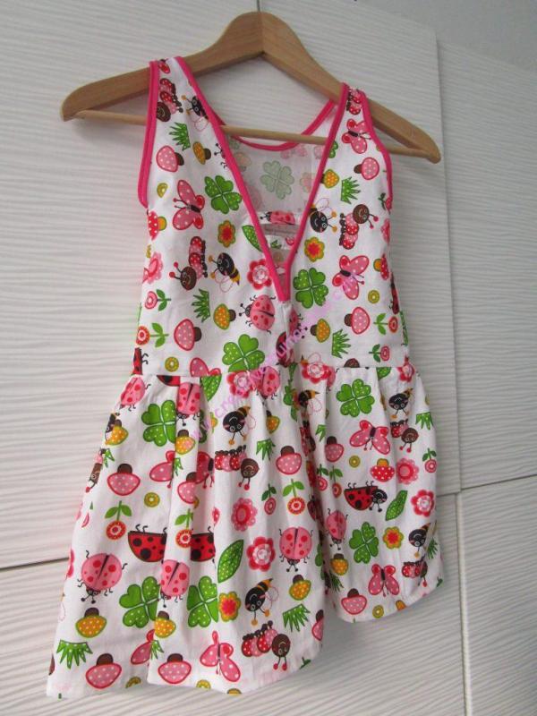 tuto robe fillette terminé vue dos