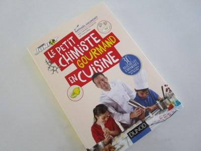 Le petit chimiste en cuisine-couverture