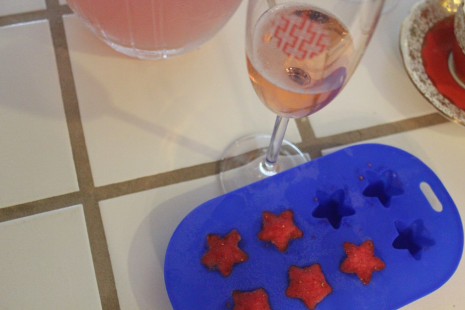 Frozen strawberry star for the pink sparkling wine.