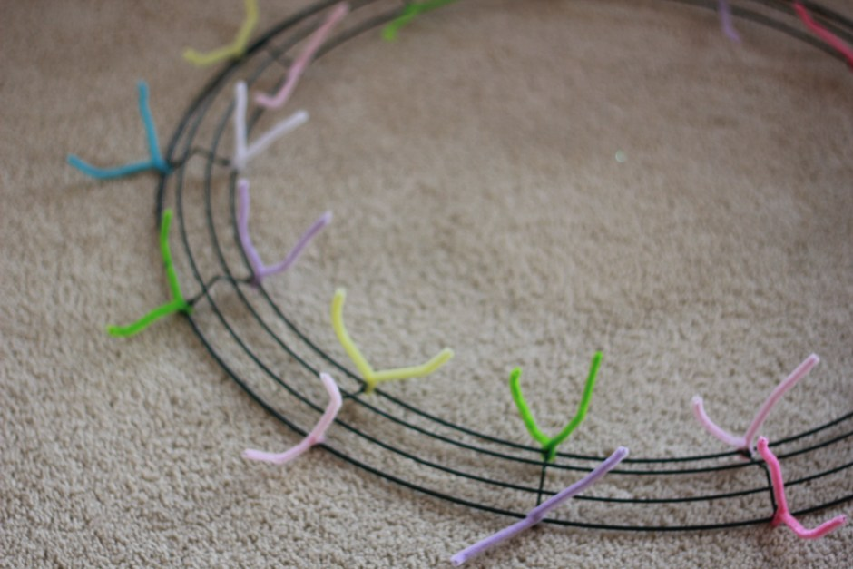 Twist the pipe cleaners in the inner and outer rungs on the cross sections.