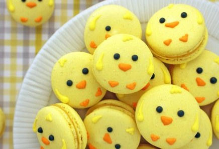 Easter-Chick-Macarons