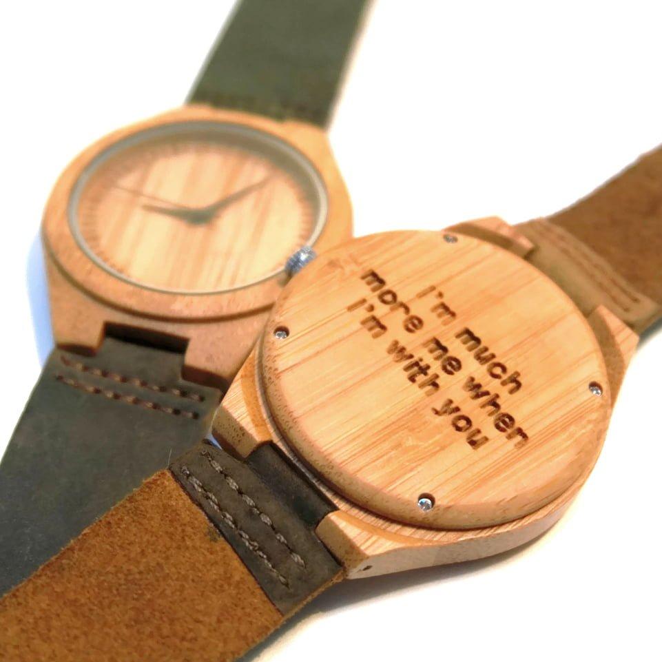 Houten horloge met persoonlijke tekst  ontwerp je eigen