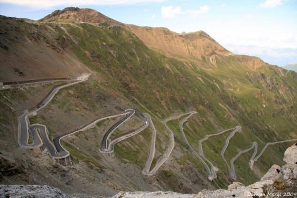 beautiful-roads-around-the-world-20