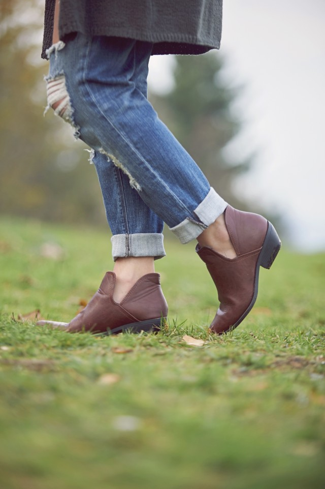 brown ankle booties with a little bit of sexy. #hunnistyle