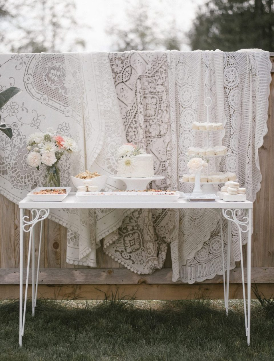 White Lace and Boho Baby Shower   Floral Cake, macarons, mini cupcakes, caramel popcorn and.... pizza!   White Boho Baby Shower